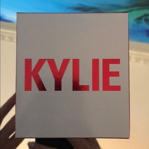 Kylie cosmetics: kiss me